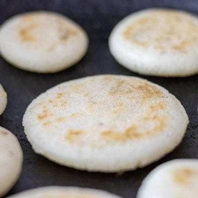 The arepa is the main traditional food of Venezuela and Colombia.